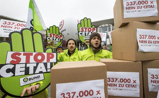 CETA-Unterschriftenübergabe vor dem Kanzleramt. Foto: J. Farys/BUND