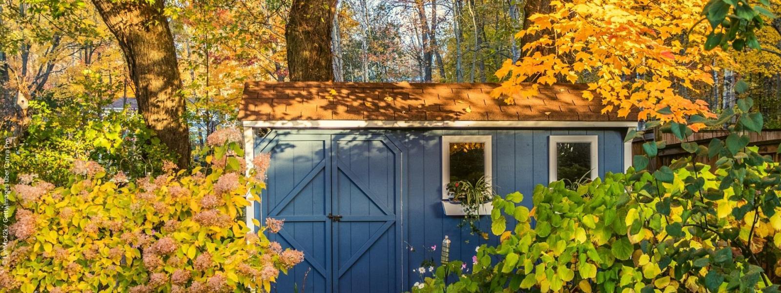 Mit unseren Herbst-Garten-Tipps gut über die kühle Jahreszeit kommen. LynMc42k / Getty Images über Canva Pro